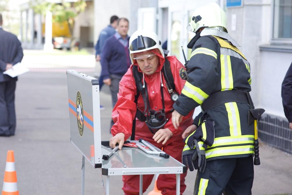 Спасатели аварийно спасательной службы АСС провели тренировку на химически  опасном объекте.