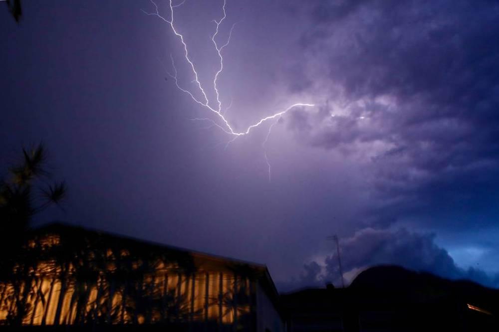 Иду на грозу: правила безопасности при урагане