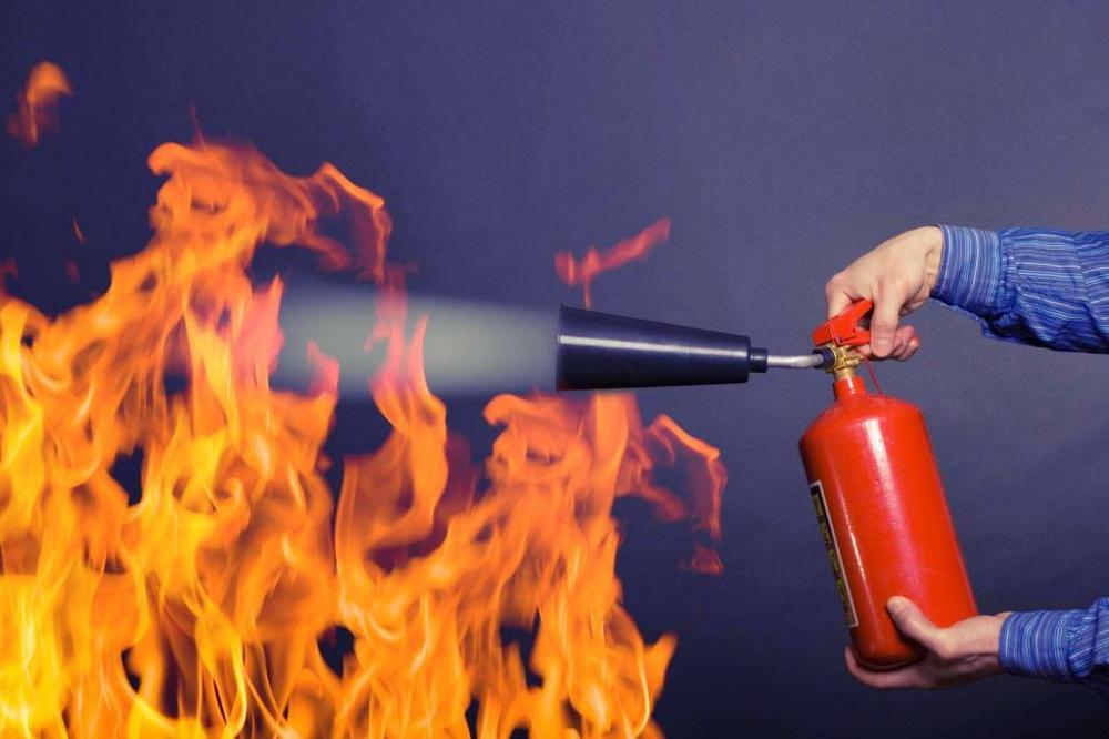 Красный воин: как пользоваться огнетушителем